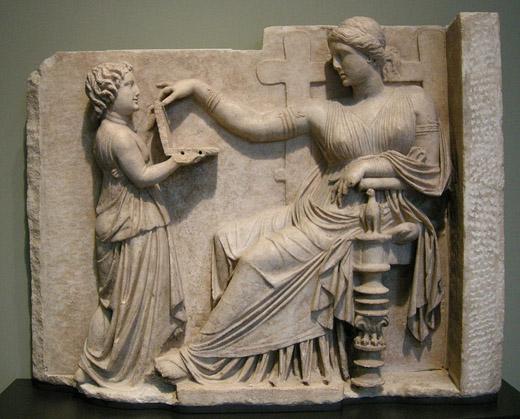 Arte_greca_pietra_tombale_di_donna_con_la_sua_assistente_100_ac._circa1