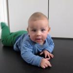 Vuoden vauva osallistuu askartelukilpailuun