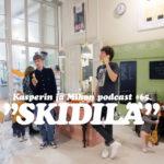"""Kasperin ja Mikon podcast uudessa Skidilä-kahvilassa: """"Voimmeko jotenkin nopeuttaa Suomen kielen näivettymistä?"""""""